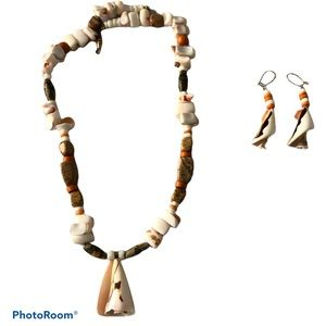 New Sea Shell Matching Necklace and Earrings Set